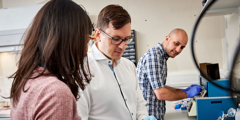 Dr Paolo Actis and postgraduate researchers in the bioelectronics lab