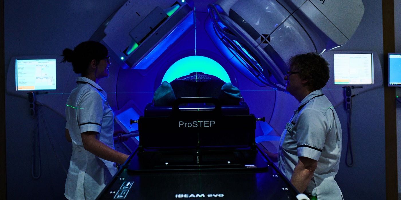 ProStep MRI simulator with two operatives