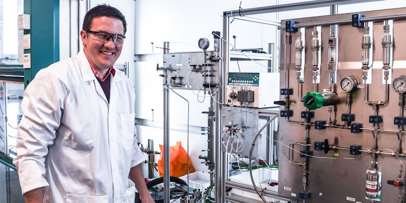 Dr Richard Bourne announced as a new Royal Academy of Engineering Senior Research Fellow in Digital Manufacturing and Discovery of Pharmaceuticals