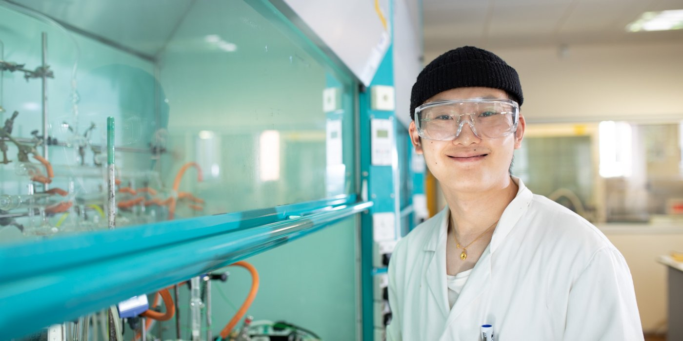 Chemistry student xiangyi chen in Lab