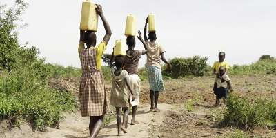 African women carrying water